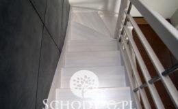 Schody-Q-Policzkowe-jesionowe-bielone-balustrada-listwa-poziomo–rura-inox-pion_13