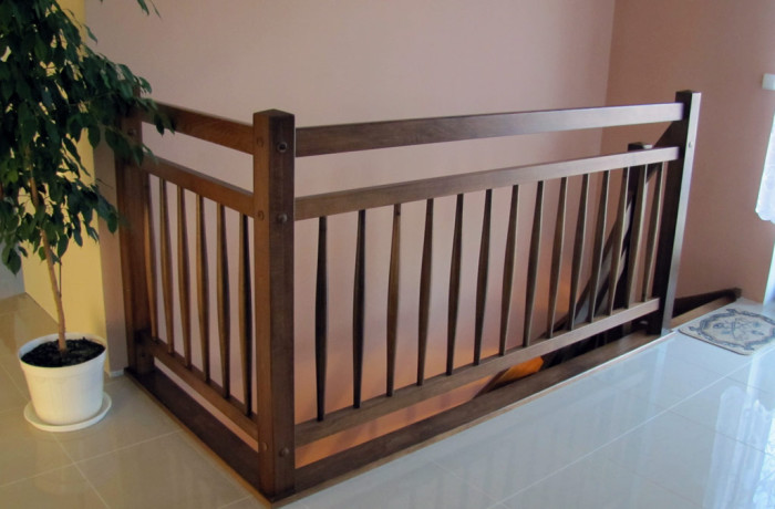 Balustrada drewniana, tralka bańka
