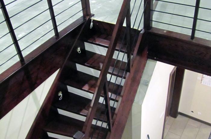 Balustrada drewniana, czarne pręty