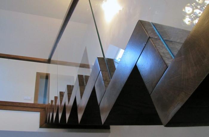 Balustrada szyba wpuszczana w stopnie
