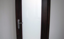 Drzwi-sosnowe-SZyba-na-cala-dlugosc-orzech-(9)