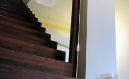 Dywanowe-Merbau-szyba-bezpieczna-hatrowana-do-stropu-wpuszczana–(2)
