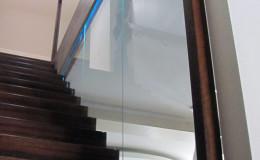 Dywanowe-Merbau-szyba-bezpieczna-hatrowana-do-stropu-wpuszczana–(5)