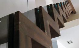 Dywanowe-Merbau-szyba-bezpieczna-hatrowana-do-stropu-wpuszczana–(7)