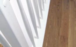 Schody-C-W-wa-warstwowe-stopnie–i-porecze-debowe-lakierowane-reszta-bukowe-biale-tralka-banka–(11)