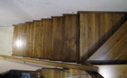 Wloclawe-schody-na-beton-CNC-po-skanowaniu-Balustrada-stal-nierdzewna—drewno-jesion-(12)