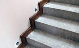 Wloclawe-schody-na-beton-CNC-po-skanowaniu-Balustrada-stal-nierdzewna—drewno-jesion-(2)