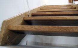 schody-q-debowe-z-podestem-kolor-giovanni-bpa-06-prety-inox-27