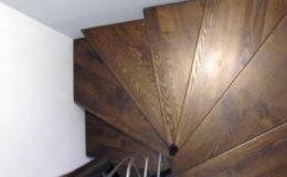 schody-q-dywanowe-jesionowe-orzech-porecz-okragla-plock-10