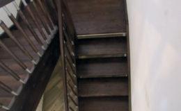 schody-q-jesionowe-z-podestem-tralka-walek-kwas-7