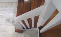 schody-q-tarczyn-na-beton-jesionowe-z-skanowniem-3-d-styl-angielski-17