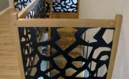 schody-q-dywanowe-debowe-konglomerat-lvl-malowane-na-czarno-11