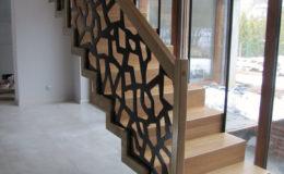 schody-q-dywanowe-debowe-konglomerat-lvl-malowane-na-czarno-2