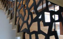 schody-q-dywanowe-debowe-konglomerat-lvl-malowane-na-czarno-23