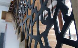 schody-q-dywanowe-debowe-konglomerat-lvl-malowane-na-czarno-6