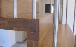 Schody Q.PL Torun Dywanowe wiszace debowe balustrada rura inox pion (3)
