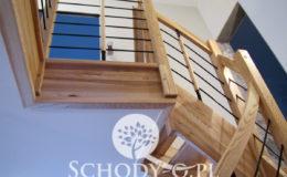 Schody-Q-Jesionowe-Policzkowe-samonosne-Olejowane–Balustrada-Czarne-prety-stal-Slupno–(10)