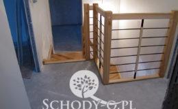 Schody-Q-Jesionowe-Policzkowe-samonosne-Olejowane–Balustrada-Czarne-prety-stal-Slupno–(4)