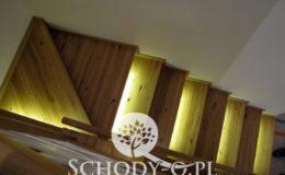 Schody-Q-Na-beton-Debowe-natura-(-czarne-zaprawki)-balustrada-LVL-biala-(10)