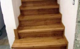 Schody-Q-Na-beton-Debowe-natura-(-czarne-zaprawki)-balustrada-LVL-biala-(15)