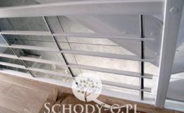 Schody-Q-Policzkowe-jesionowe-bielone-balustrada-listwa-poziomo–rura-inox-pion_2