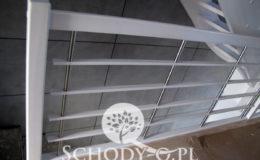 Schody-Q-Policzkowe-jesionowe-bielone-balustrada-listwa-poziomo–rura-inox-pion_22
