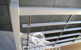 Schody-Q-Policzkowe-jesionowe-bielone-balustrada-listwa-poziomo–rura-inox-pion_5